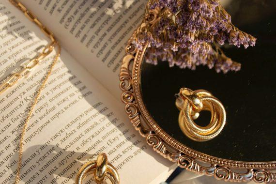 køb smykker